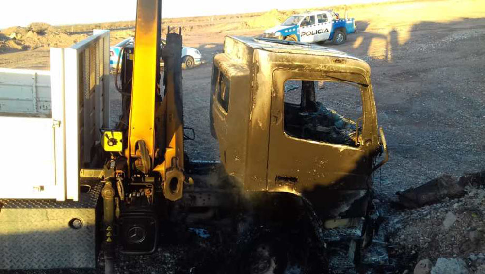Vaca Muerta: grupo armado robó dos camiones