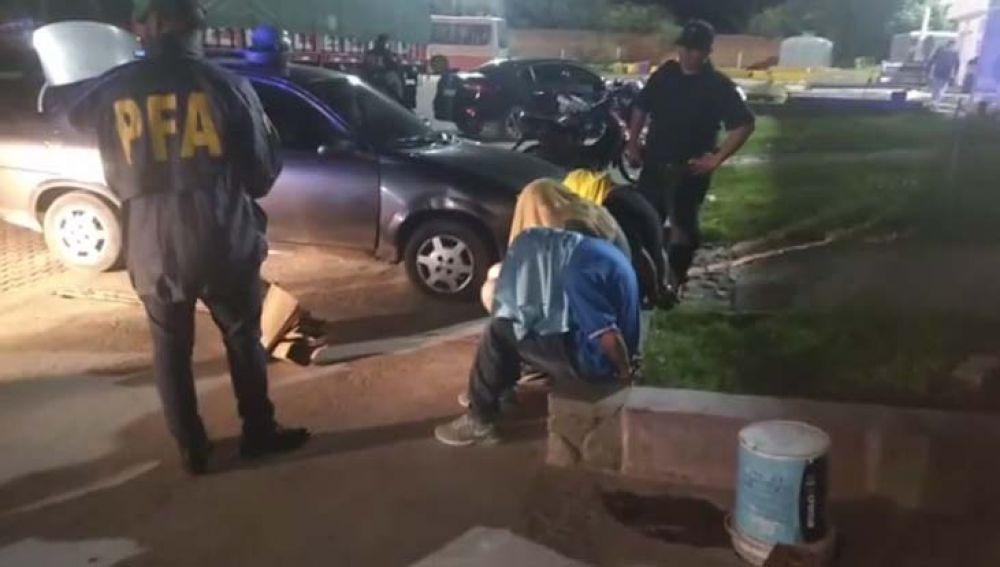 Detienen a dos Policías de Corrientes con marihuana