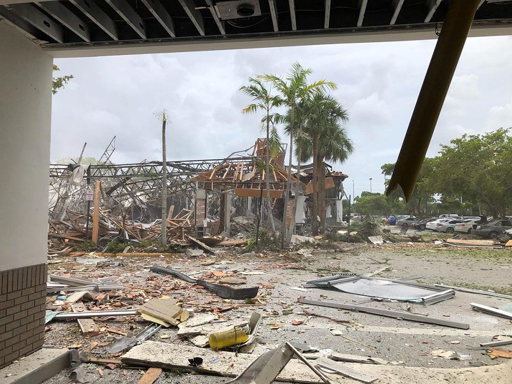 Explosión destruyó un centro comercial en Florida