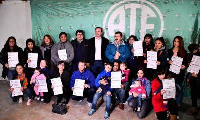 Trelew: Municipio entregó lotes a 15 trabajadores de ATE