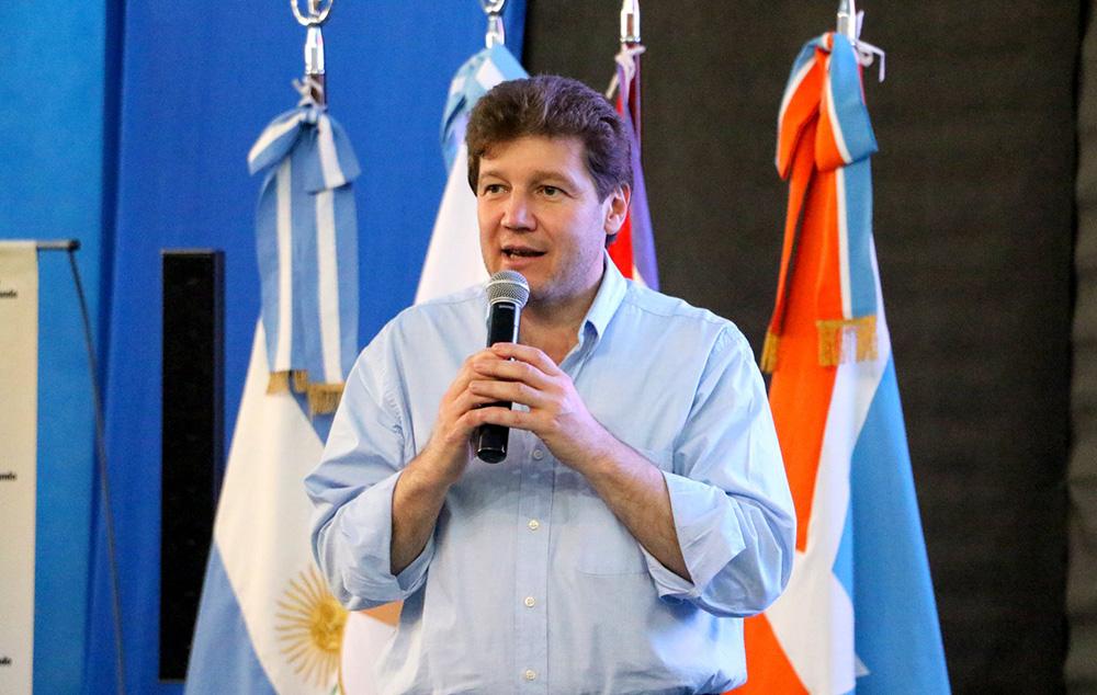 El Gobernador electo de TdF cuestionó el nuevo vuelo de Brasil a Malvinas
