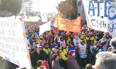 Masiva protesta de estatales en Rawson