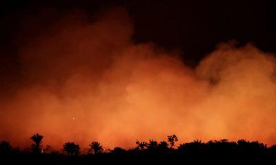"""Continúa el incendio en el Amazonas y Bolsonaro insiste con su """"sospecha""""."""