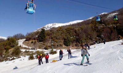 Bariloche: evacúan a más de 200 personas de una telecabina