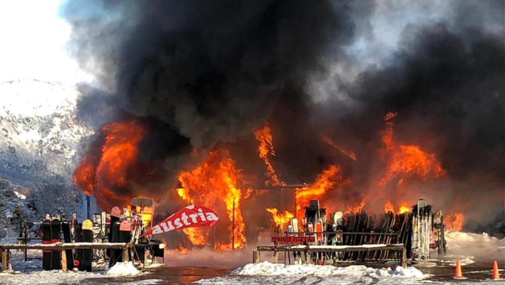 Incendio destruyó un local en el Cerro Chapelco