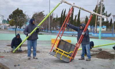 Instalan juegos inclusivos la plaza Alfredo García