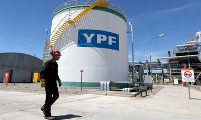 YPF anunció una reducción de inversiones por el congelamiento
