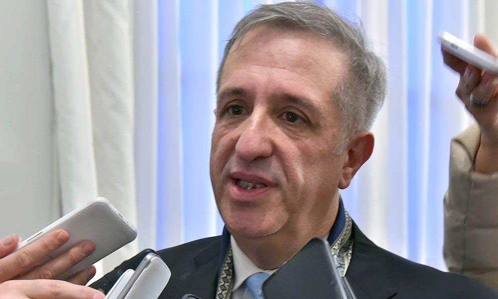 Chubut necesita cerca de 1.600 M para completar el pago de los sueldos de agosto