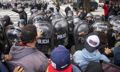 Militantes se enfrentaron con la policía en la 9 de Julio