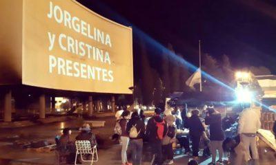 """""""Jorgelina y Cristina presentes"""" en el acampe frente a Legislatura"""