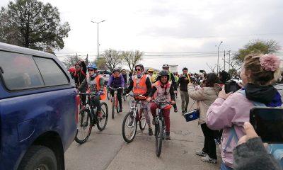 """Llegaron al acampe los """"Docentes a Pedal"""" de la Cordillera"""