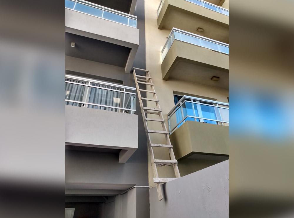 Pusieron una escalera y se robaron una bicicleta de un balcón