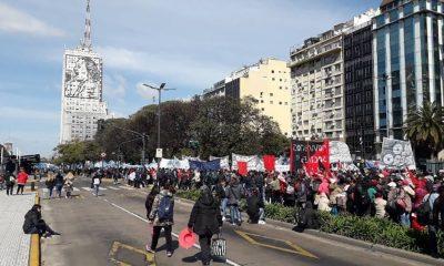 Organizaciones sociales se manifiestan y acampan en la Capital Federal