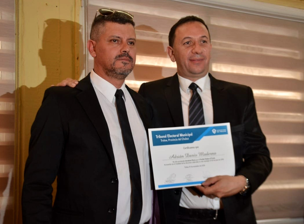 Diploms autoridades electas Trelew
