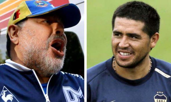 Maradona le apuntó a Riquelme