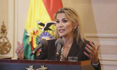 """Bolivia: Áñez exime a las FFAA de castigos en caso de """"excesos"""""""