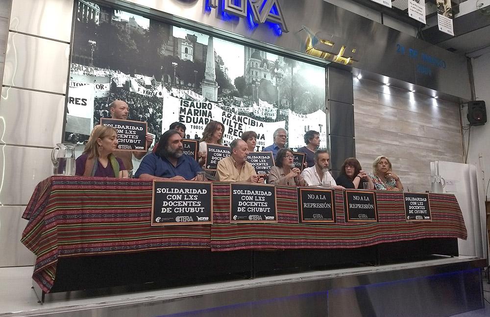 La CTERA convocó para un paro nacional por la represión en Rawson