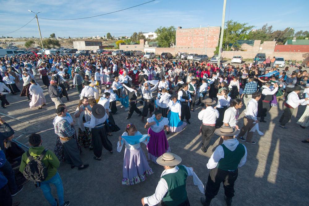 Celebraron el Día de la Tradición en la Laguna Chiquichano