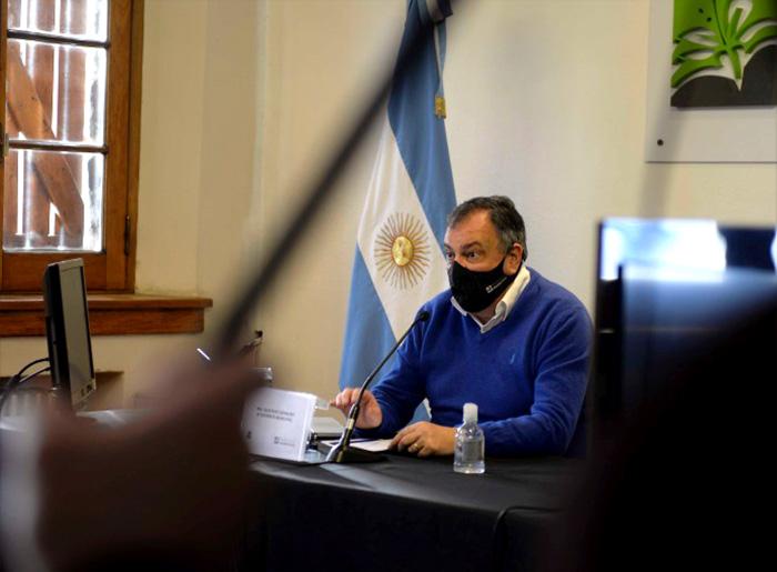 El intendente y 19 empleados municipales aislados en Bariloche