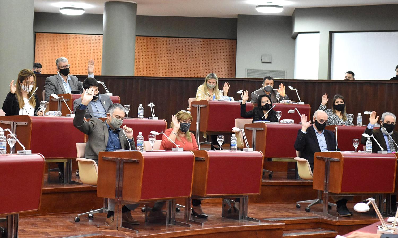 Legislatura reestructuración de deuda aprobada