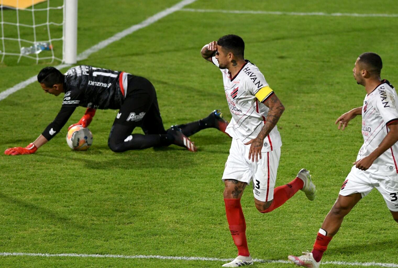 Gol Lucho González Paranaense