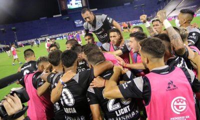 Gimnasia le rindió tributo a Diego con un triunfo