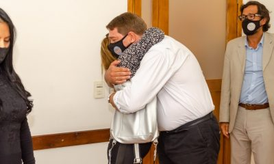 Damián Biss junto a la madre de Ronald Guerra