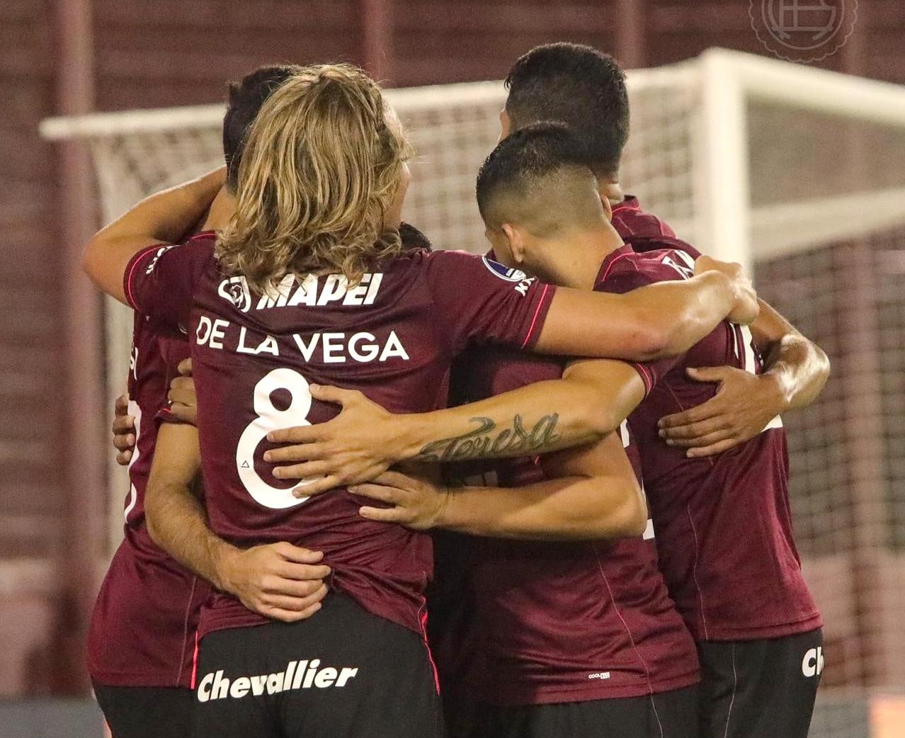 Lanús goleó a Vélez y es finalista de la Copa Sudamericana