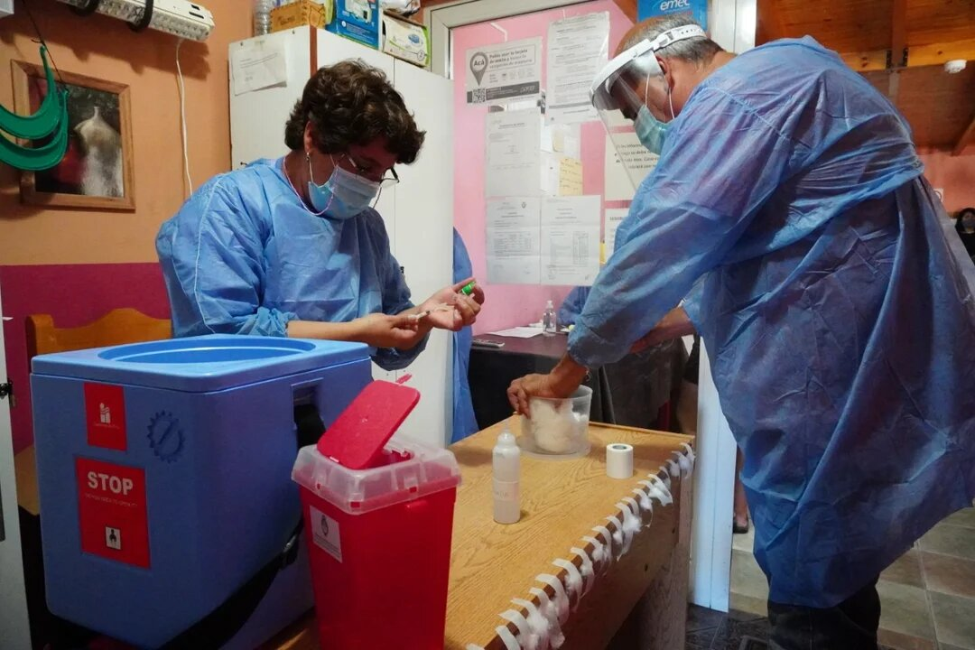 Comenzó la vacunación contra el coronavirus a adultos mayores en Comodoro