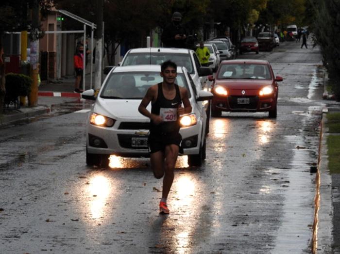 Coco Muñoz ganador con récord en los 21k de La Pampa