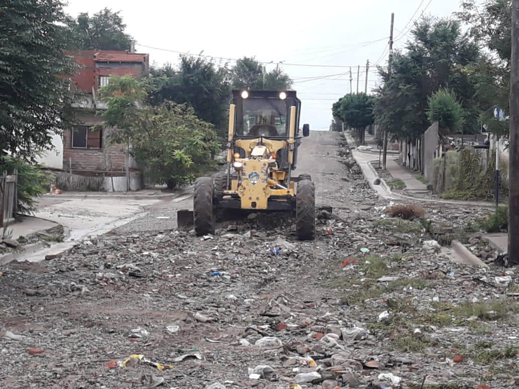 Intenso trabajo de reparación de calles en Trelew
