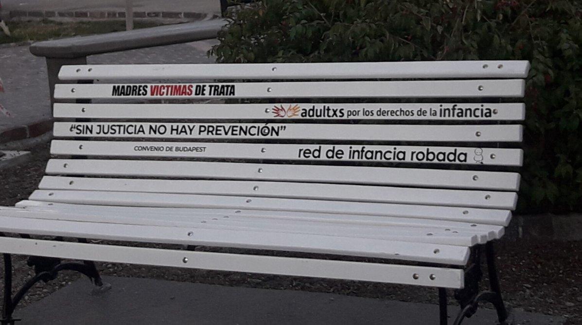 Banco blanco en Puerto Madryn
