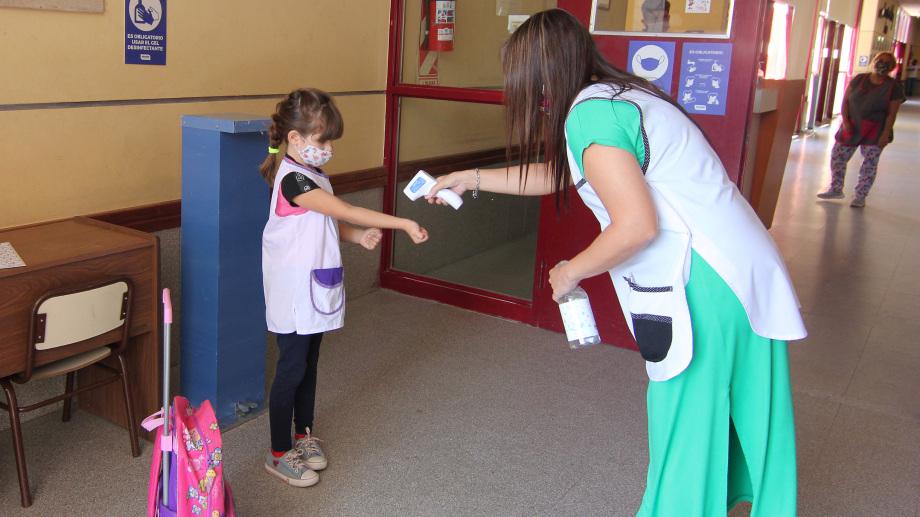 Reanudaron parcialmente las clases presenciales en Neuquén