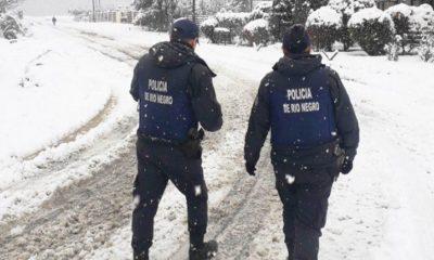 El Bolsón: van a sancionar a los policías que patrullen con las manos en los bolsillos