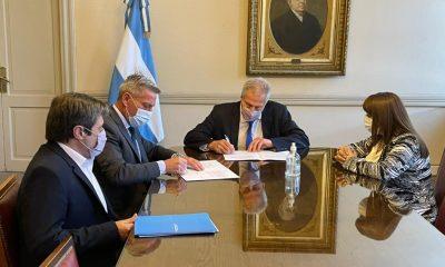 Arcioni firmó convenios con Perczyk